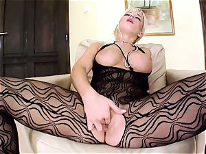 Cindy dollar ash-blonde stunner massage her giant knocker