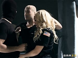 scorching cop Summer Brielle slobber roasted by 2 criminals