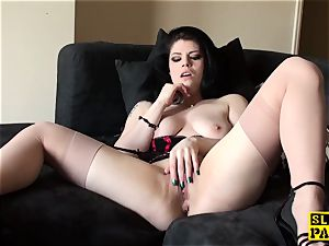 Solo uk hoe kneading her clit until climax
