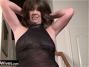 USAWives mature lady Jade solo getting off