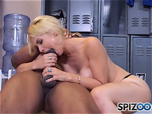 Sarah Vandella makes the deal that she gets an interview and he gets a filthy oral job