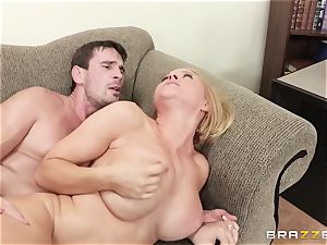 Krissy Lynn banged by her naughty shrink