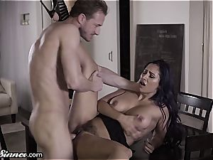 hotwife Reena can't stand against her youthfull lover