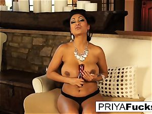 Indian mummy Priya taunts then satiates her spectacular wet crevasse