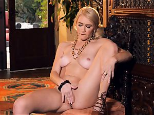 slender blondie Penelope Lynn stool solo masturbation