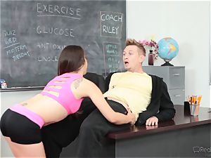Fit ultra-cutie Ziggy starlet gets scorching and sugary-sweet with the sports coach