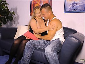 HAUSFRAU FICKEN - huge-boobed German mature gets cum on funbags