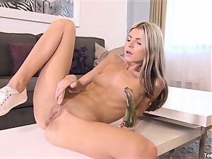 Finger pounding Gina Gerson With plaything