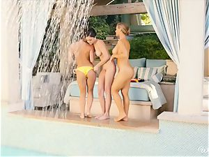 killer lesbians Nicole Aniston and pals poolside cooter fun