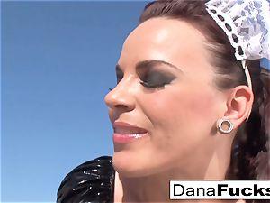 Dana the maid in a torrid hook-up