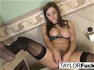 Taylor Vixen Looks extra molten In dark-hued tights