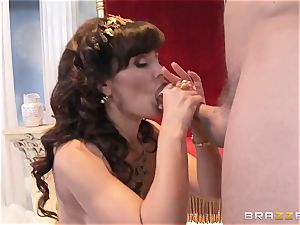 Divine mature Lisa Ann tests hefty salami on Olympus