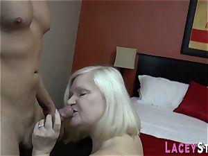 grannie deepthroats n pounds