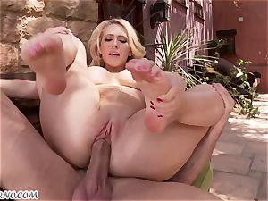 lustful chesty platinum-blonde Kagney Linn Karter gets penetrated outdoor