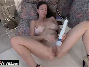 USAwives Rose tugging her labia Using playthings