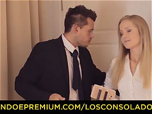 LOS CONSOLADORES - threesome lovemaking joy for dark haired kitty